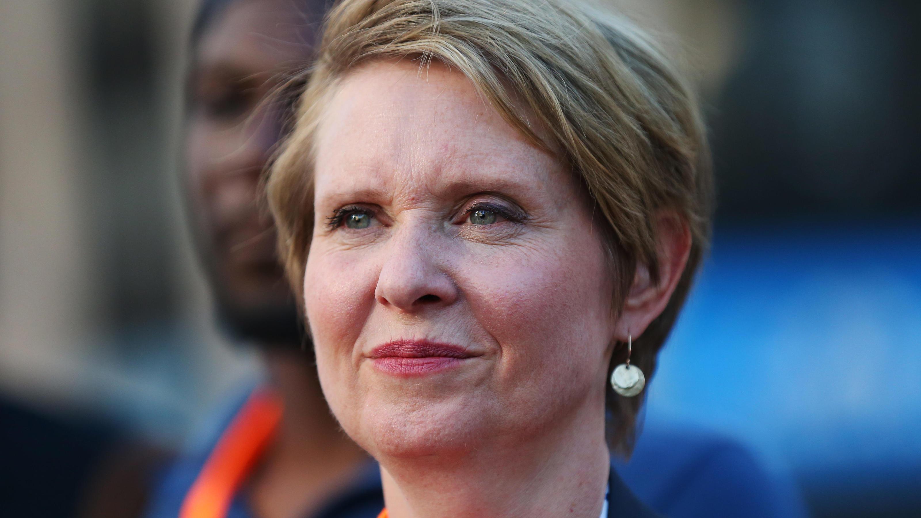 Grüße zum College-Abschluss:Cynthia Nixon ist stolz auf ihren Trans-Sohn