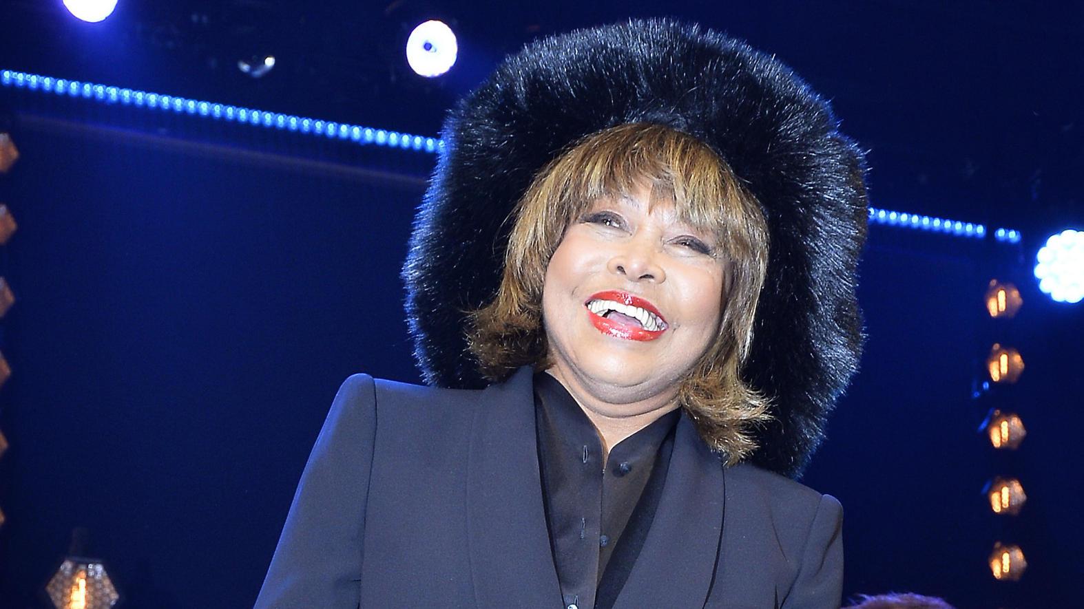 Tina Turner Schwänzt Den Roten Teppich Bei Ihrer Eigenen