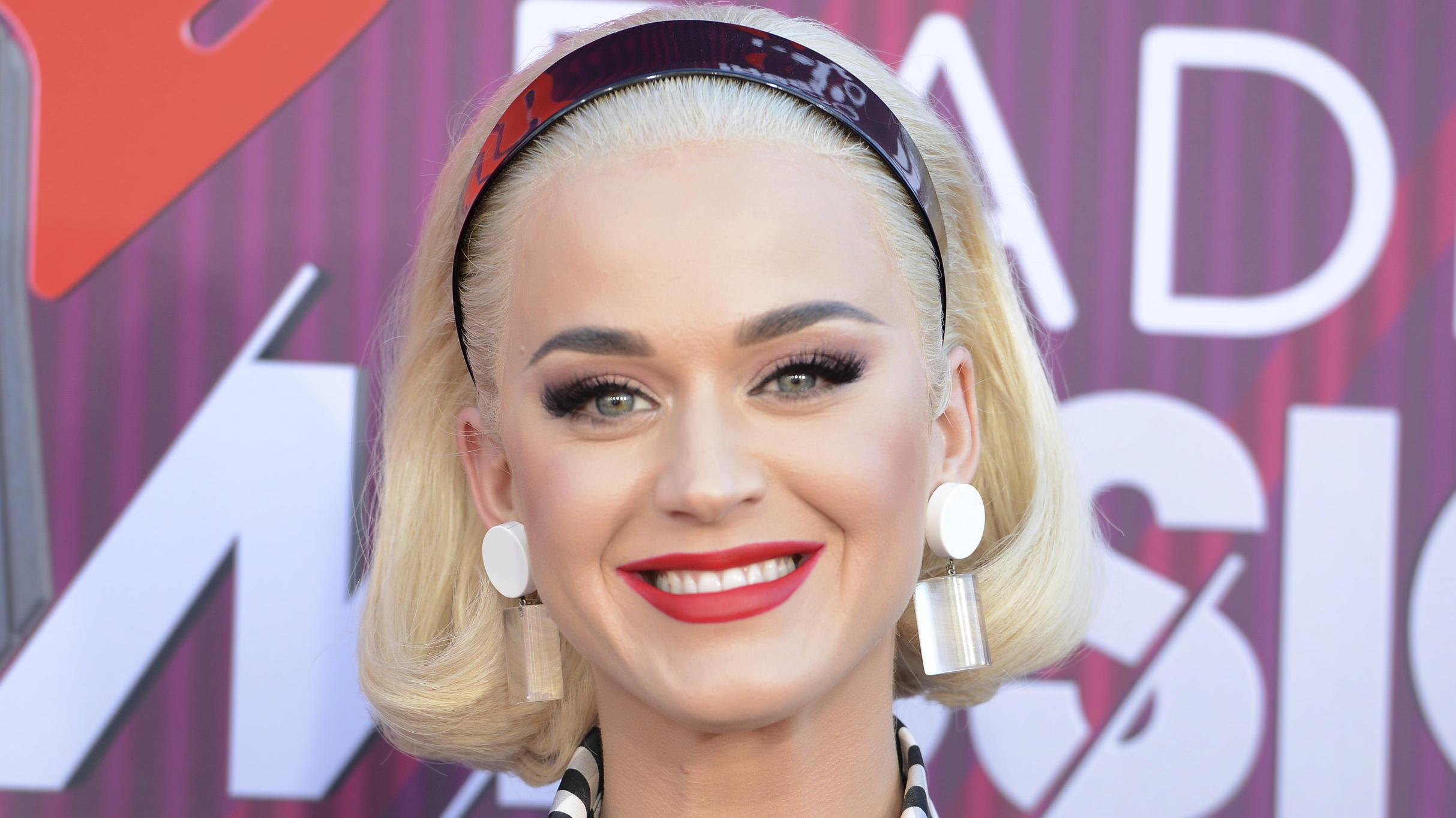 Katy Perry zeigt ihren After-Baby-Body im Badeanzug - VIP.de, Star News