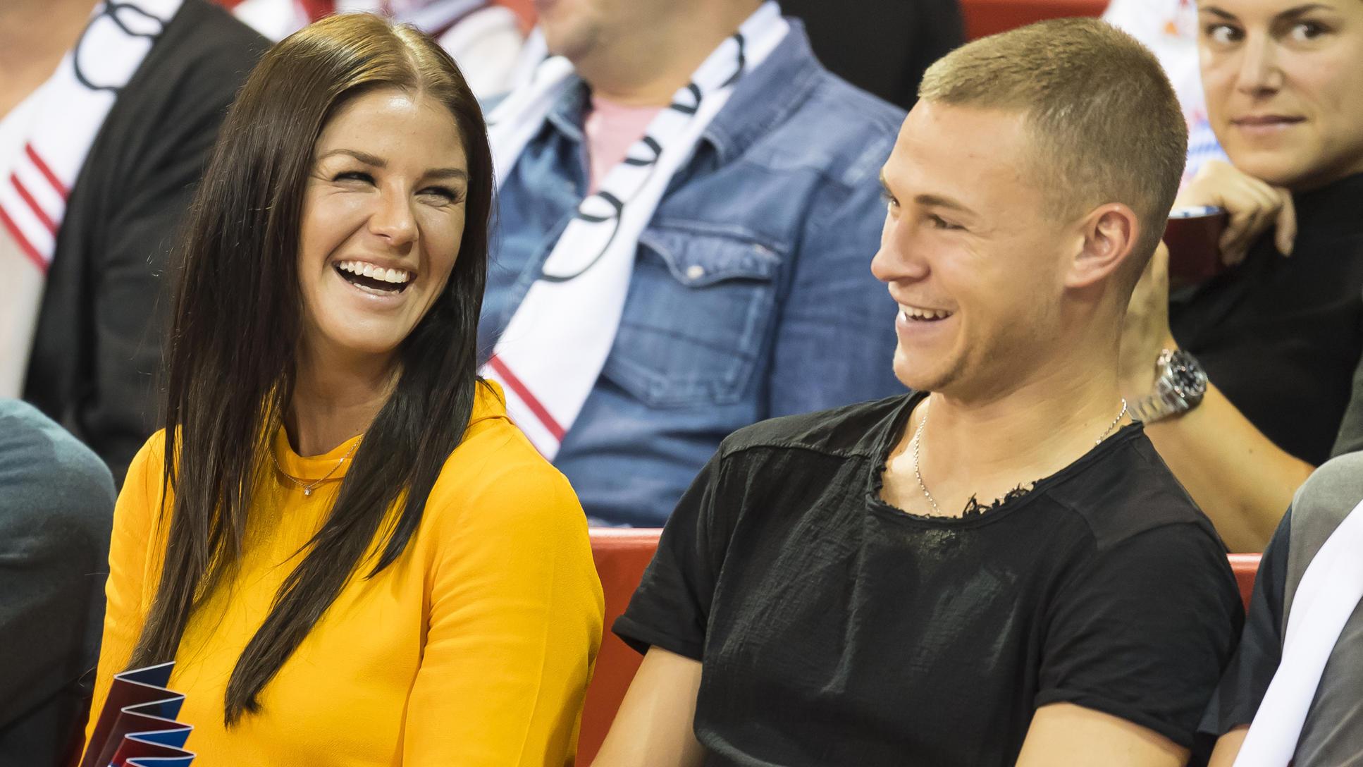 FC-Bayern-Star Joshua Kimmich & Freundin Lina Meyer zeigen