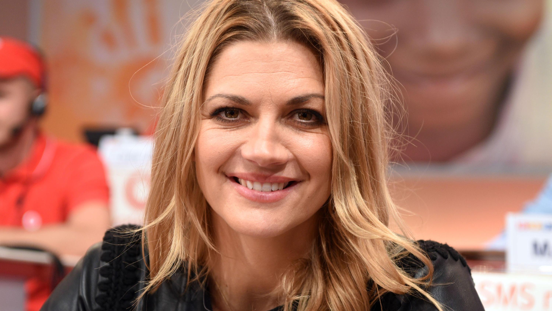 Alles gut bei Nina Bott? Brustentzündung und Probleme im Wochenbett - VIP.de, Star News