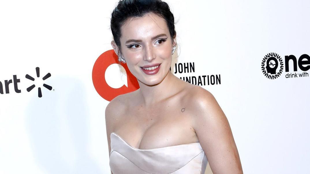 Schauspielerin Bella Thorne: Heiße Pool-Küsse mit einer Freundin - VIP.de, Star News