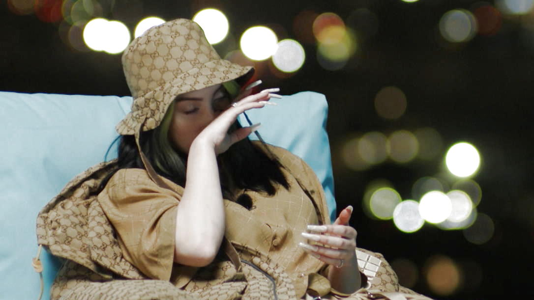 Emotional: Dieser Fan-Moment bringt Superstar Billie Eilish zum Weinen - VIP.de, Star News