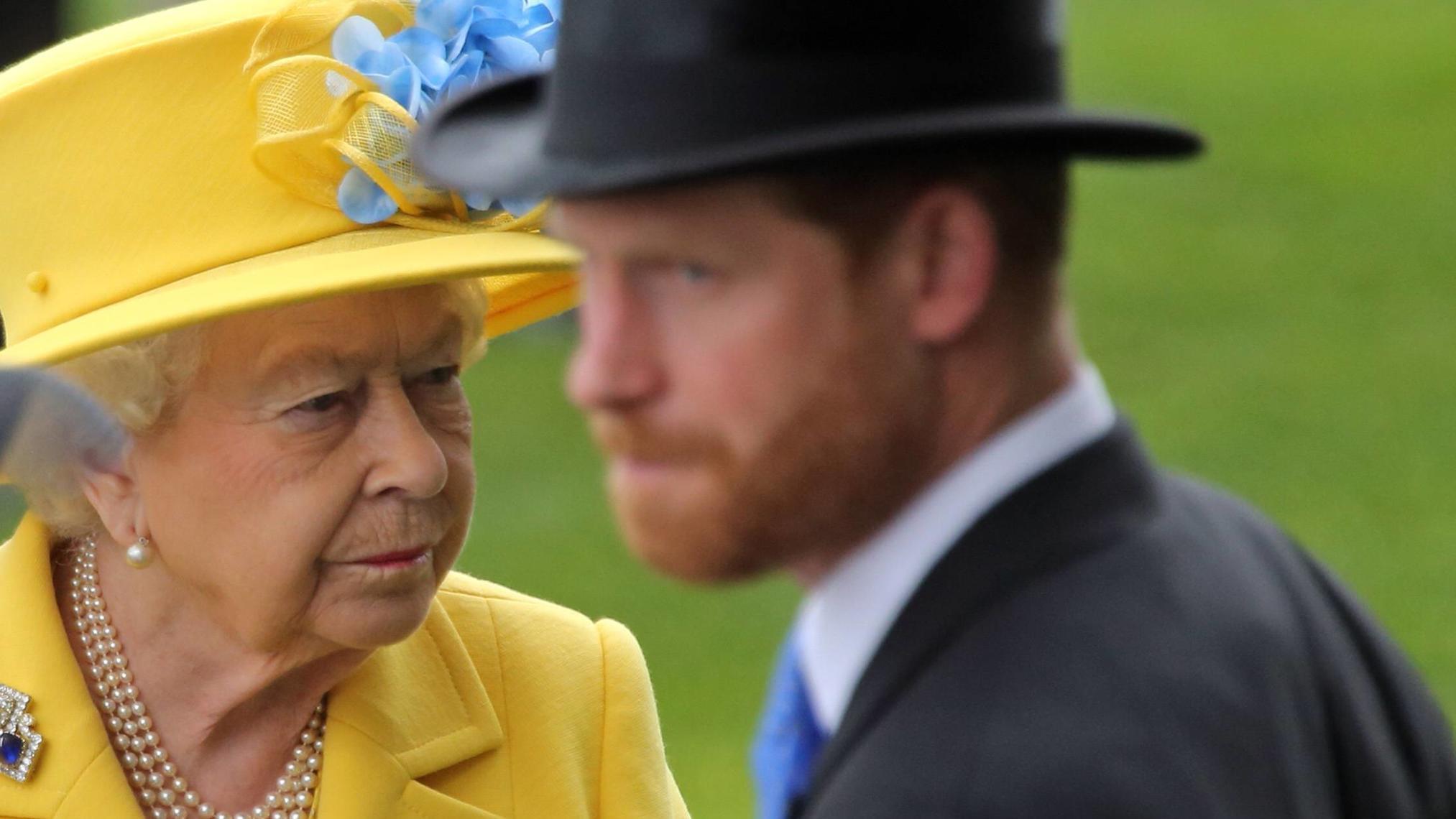 Nicht erwünscht! Eiskalte Queen Elizabeth II. soll Prinz Harry ausgeladen haben