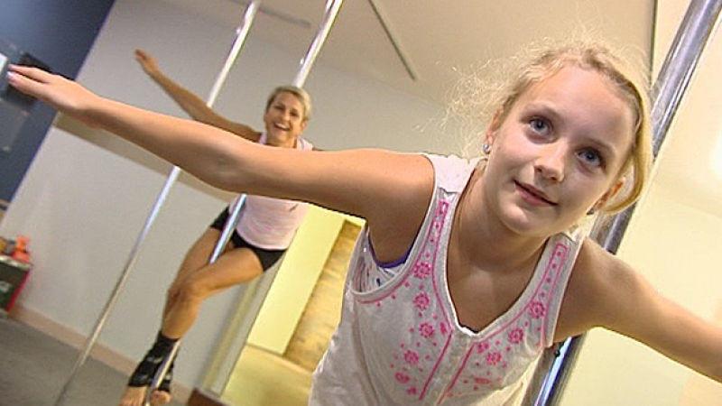 Poledance: Jetzt tanzen schon kleine Mädchen an der Stange