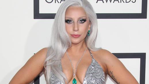 Ungeschminkt und im Wohlfühl-Look erkennt man Lady Gaga bei ...