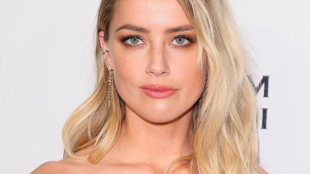 elon college divorced singles Elon musk and amber heard have made it instagram official elon musk and actress amber heard, who recently divorced her husband of two years, johnny depp, were dating until recently they came under the media scrutiny after they were spotted hanging out together several times at delano south beach hotel in early 2017.