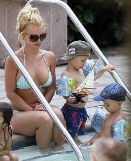 Britney Spears Intim Tattoo Pool Kinder