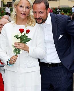 10 Hochzeitstag Feiern | Mette Marit Und Haakon Feiern 10 Jahrigen Hochzeitstag