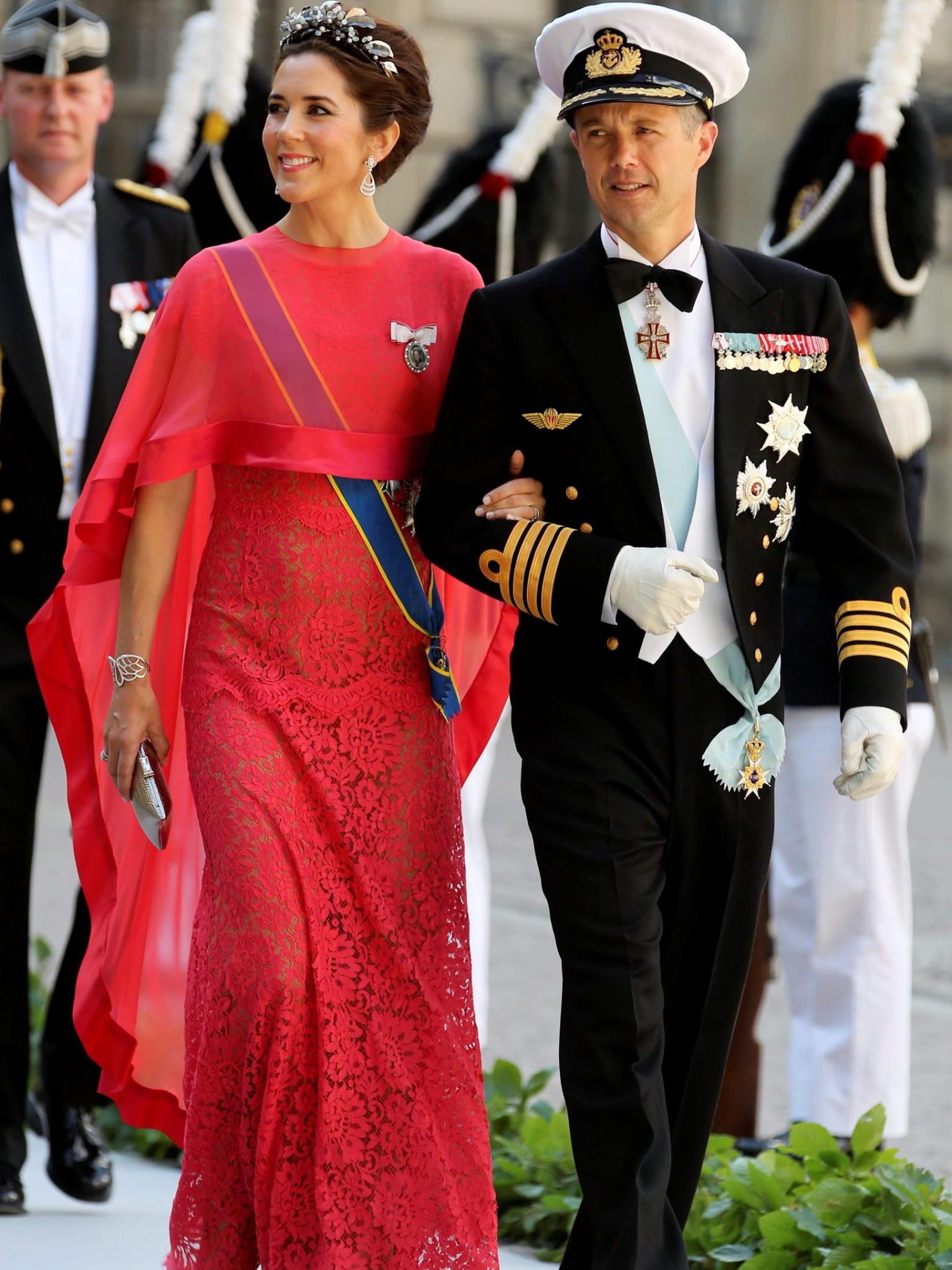 Rote kleider schweden hochzeit