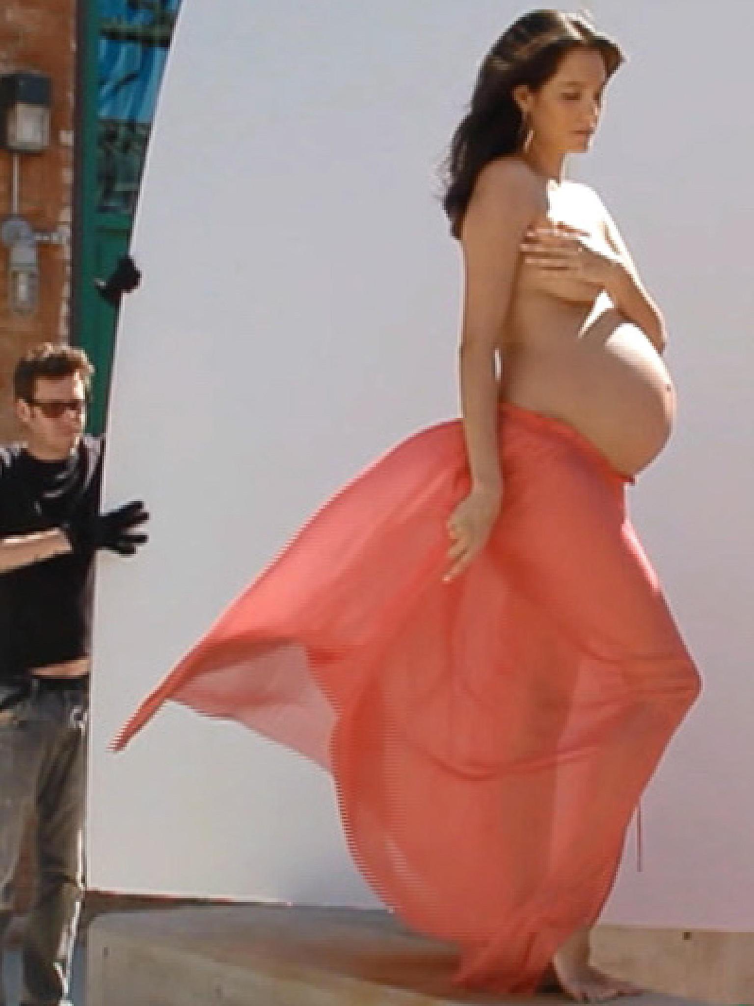 Nackt strand schwangere am Schwangere Frauen