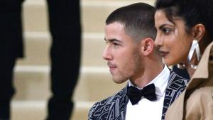 Datet Priyanka Chopra etwa Nick Jonas?