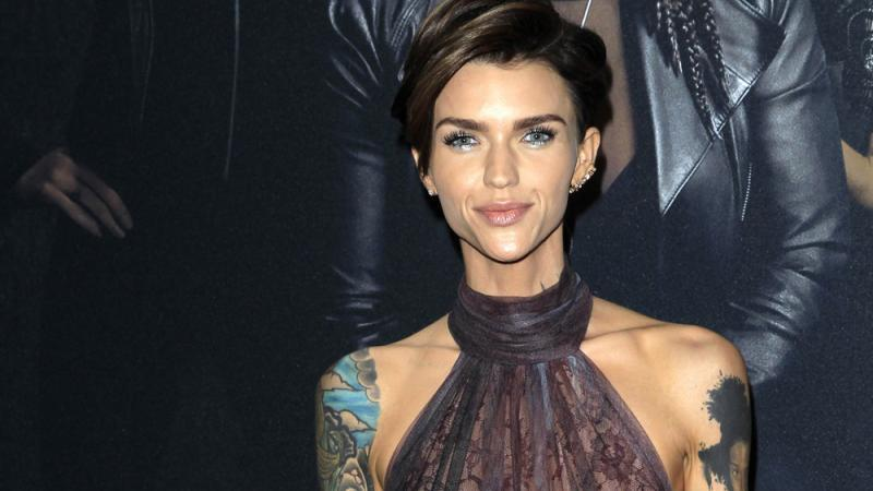 ruby rose jedes tattoo hat eine bedeutung. Black Bedroom Furniture Sets. Home Design Ideas