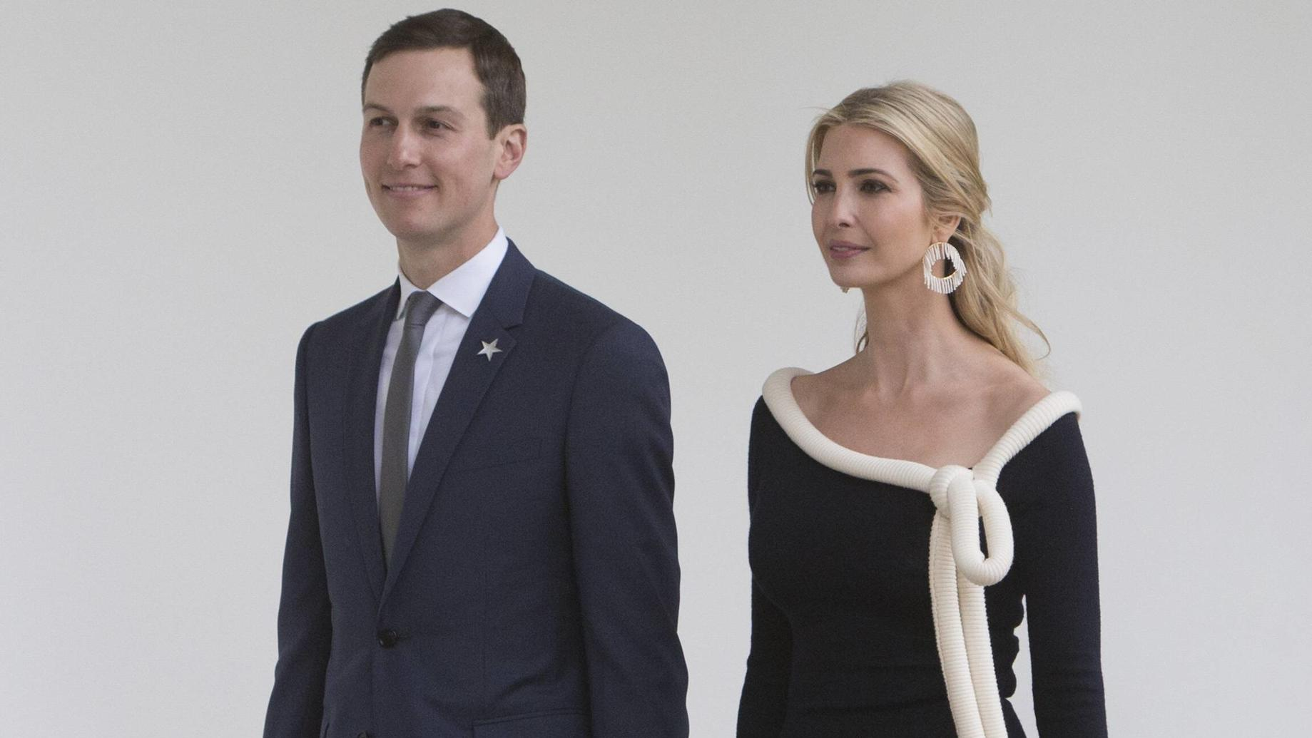 Presidential Advisors Jared Kushner and Ivanka Trump walk the Colonnade at The White House while attending a state visit by French President Emmanuel Macron to Washington, DC, April 24, 2018. PUBLICATIONxINxGERxSUIxAUTxONLY Copyright: x©2018xConsolid