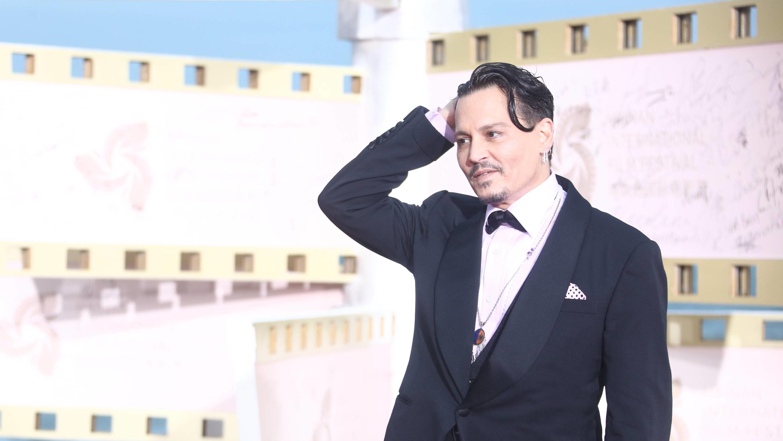 Johnny Depp Macht Endlich Wieder Positive Schlagzeilen Er Lacht Und