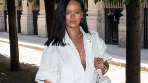 Rihanna zollt Fan Tribut