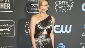Charlize Theron: Knutsch-Session mit sich selbst