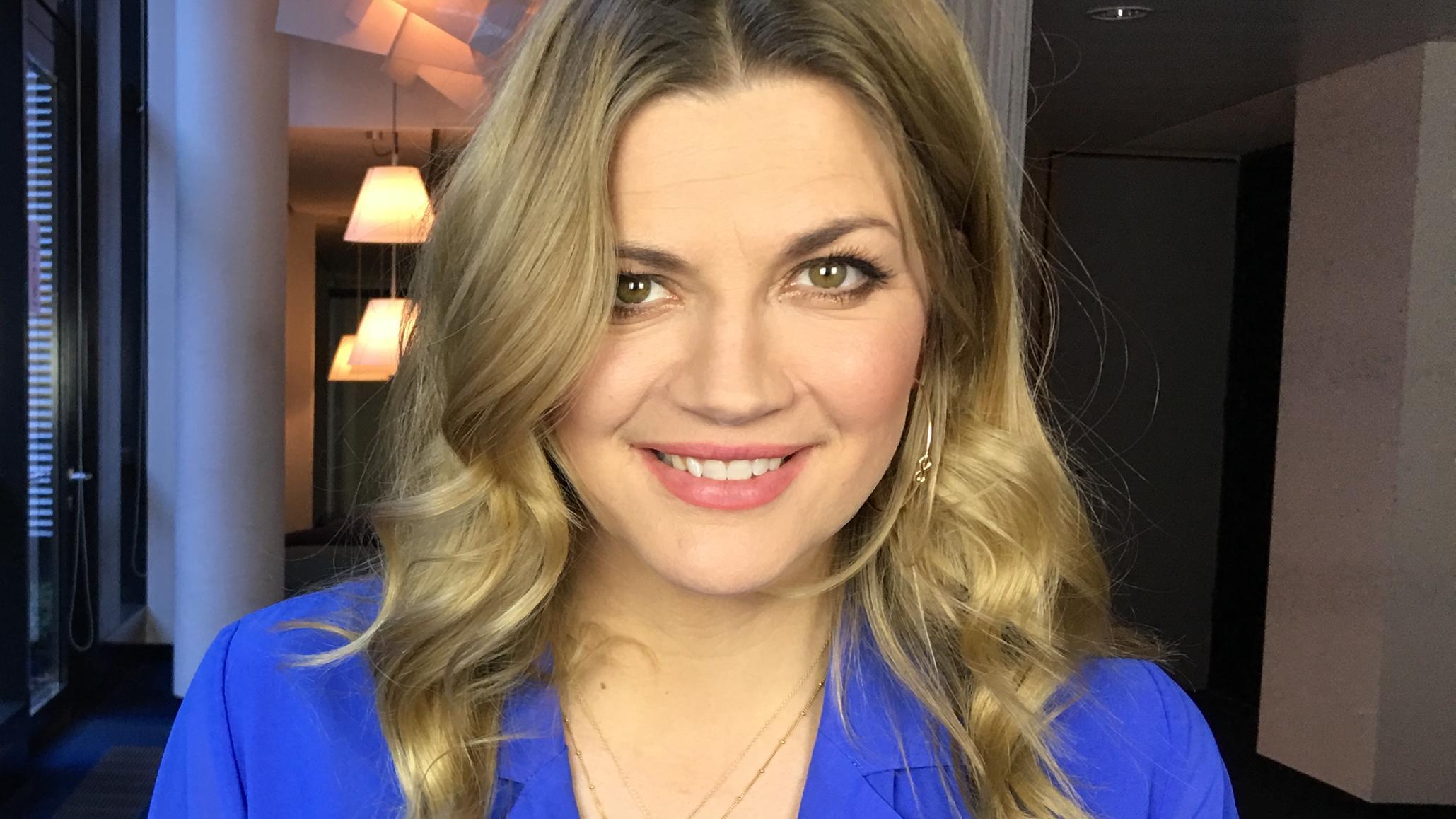 Prominent Moderatorin