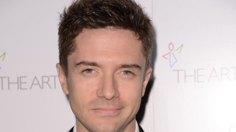 Topher Grace in Polit-Satire 'Irresistible'