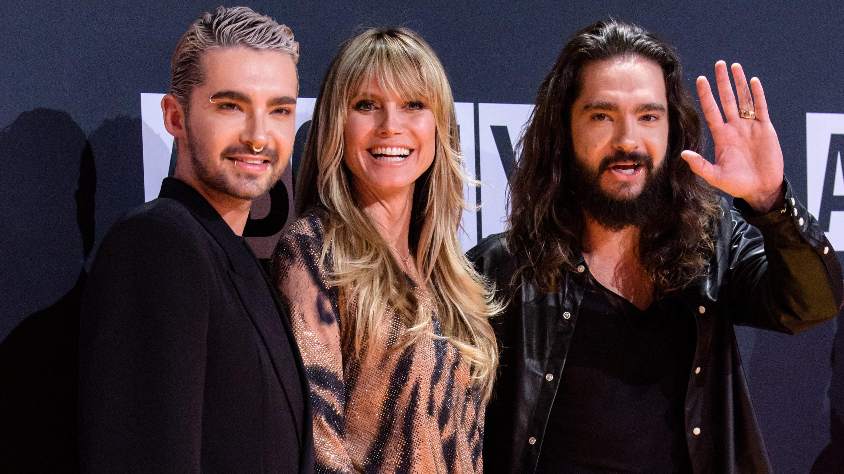 Bill Kaulitz mit Heidi Klum und Zwillingsbruder Tom Kaulitz bei den About You Awards 2019