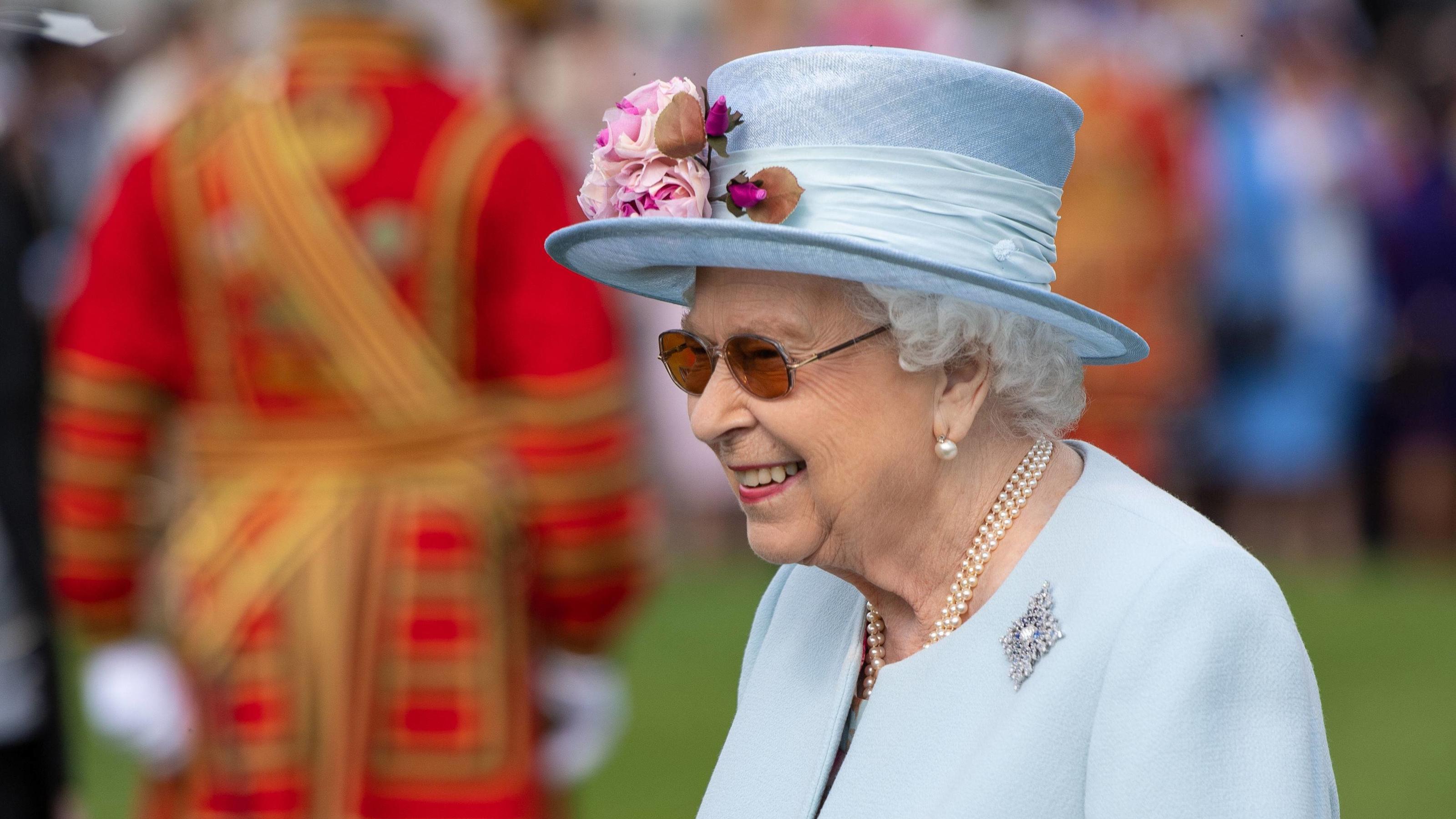 d7a6b4bd58b31 Queen Elizabeth II. feiert alljährliche Gartenparty im Buckingham Palace