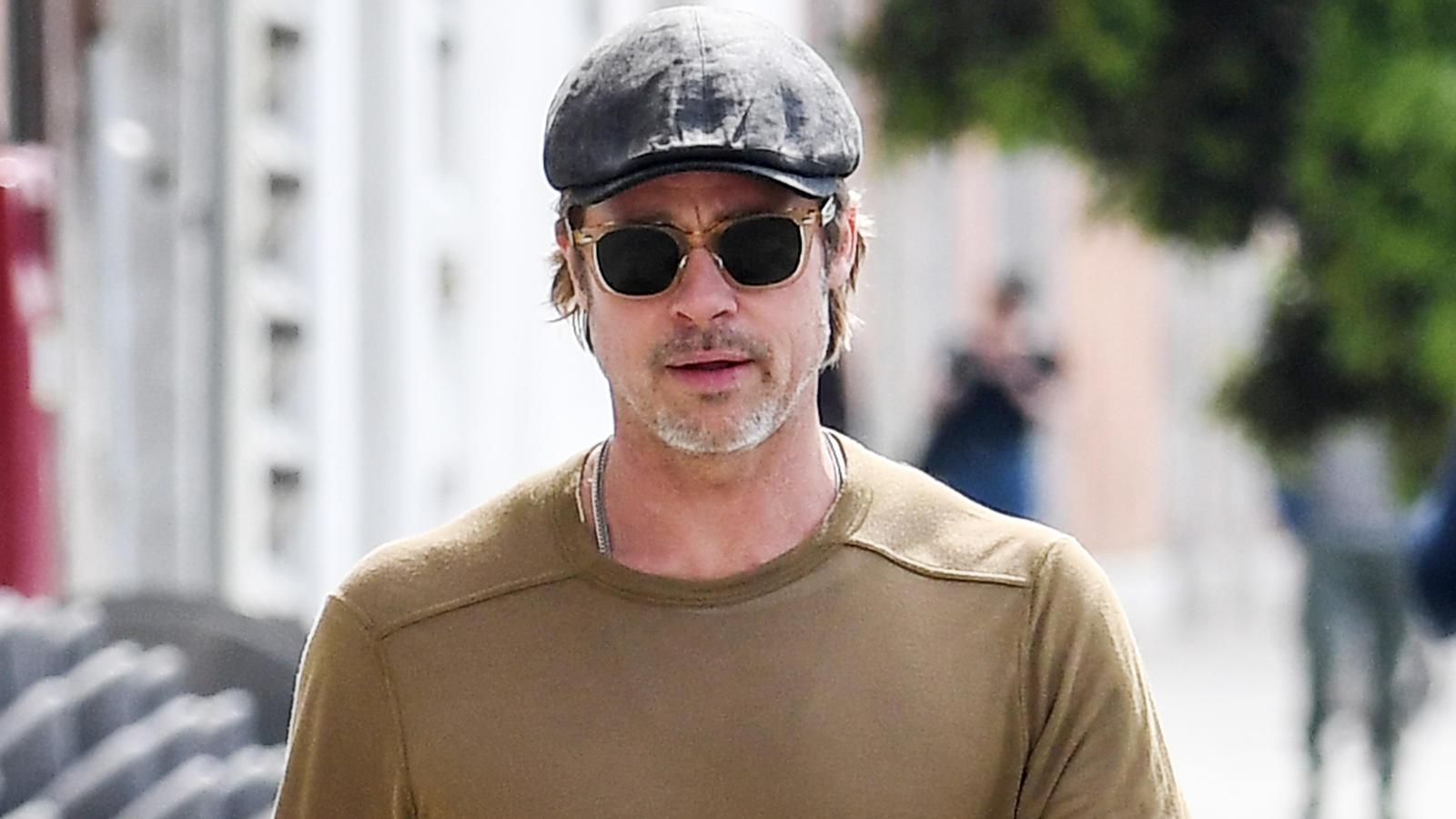Kettenraucher Brad Pitts Raucht Zwei Schachteln Zigaretten