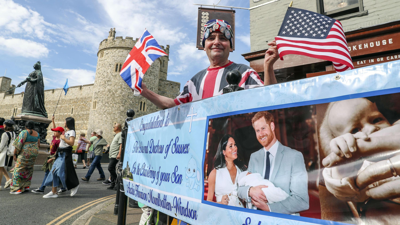 Taufe Von Baby Archie Royal Fans Campen Vor Der St Georges