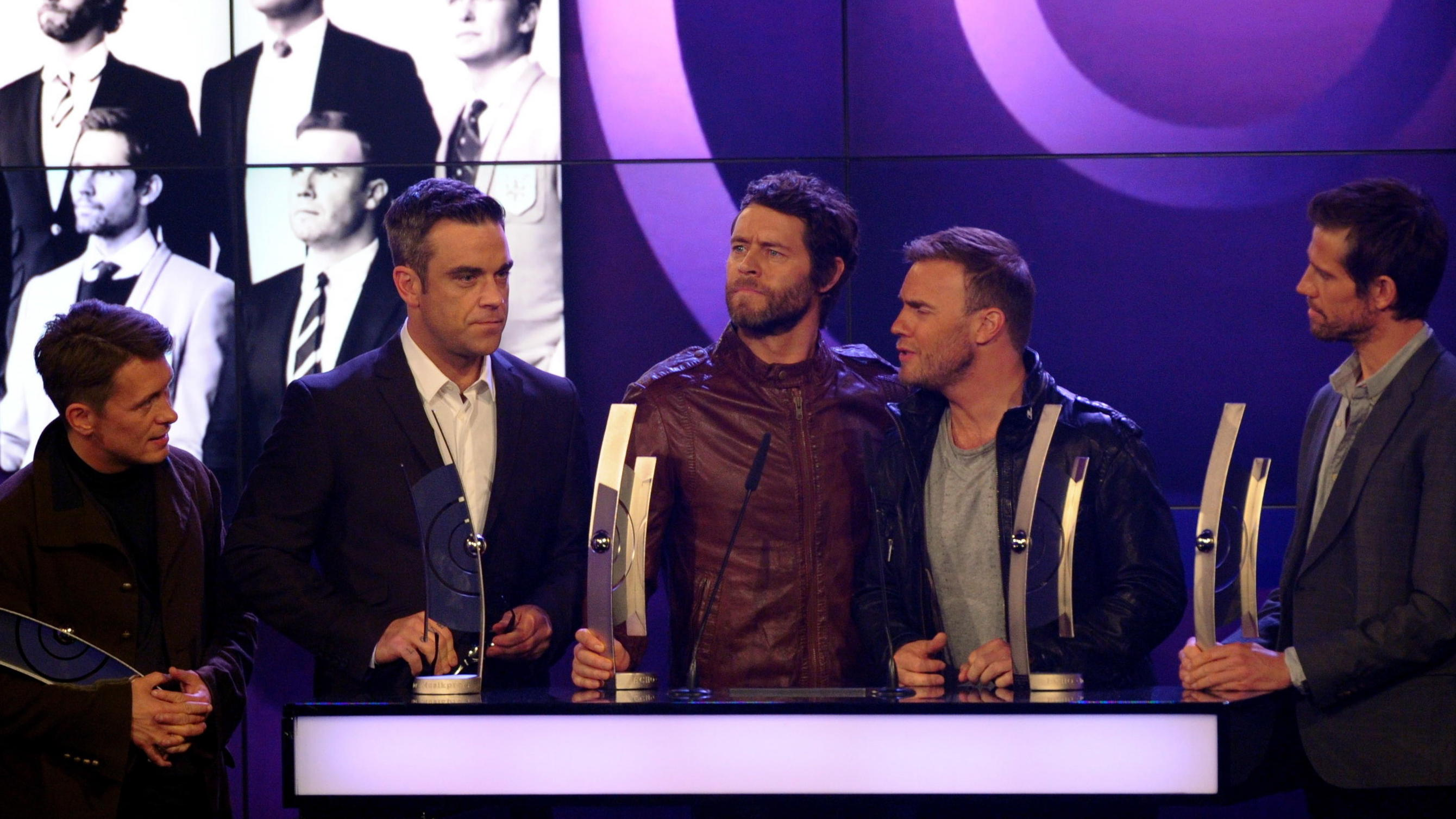 Take That 2011 wiedervereint mit allen fünf Bandmitgliedern: v.l.n.r Mark Owen, Robbie Williams, Howard Donald, Gary Barlow und Jason Orange.