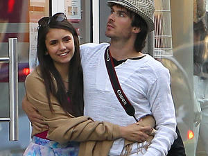 'Vampire Diaries'-Stars turteln in Paris