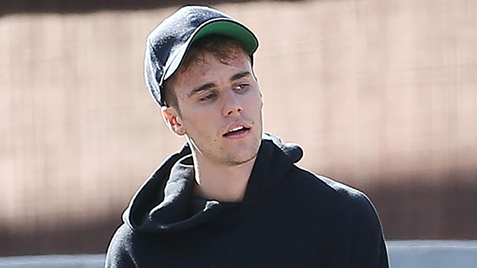 Singer Justin Bieber sighting in Los Angeles .Pictured: Justin BieberRef: SPL5114586 090919 NON-EXCLUSIVEPicture by: ENT / SplashNews.comSplash News and PicturesLos Angeles: 310-821-2666New York: 212-619-2666London: 0207 644 7656Milan: +39 02 5656762