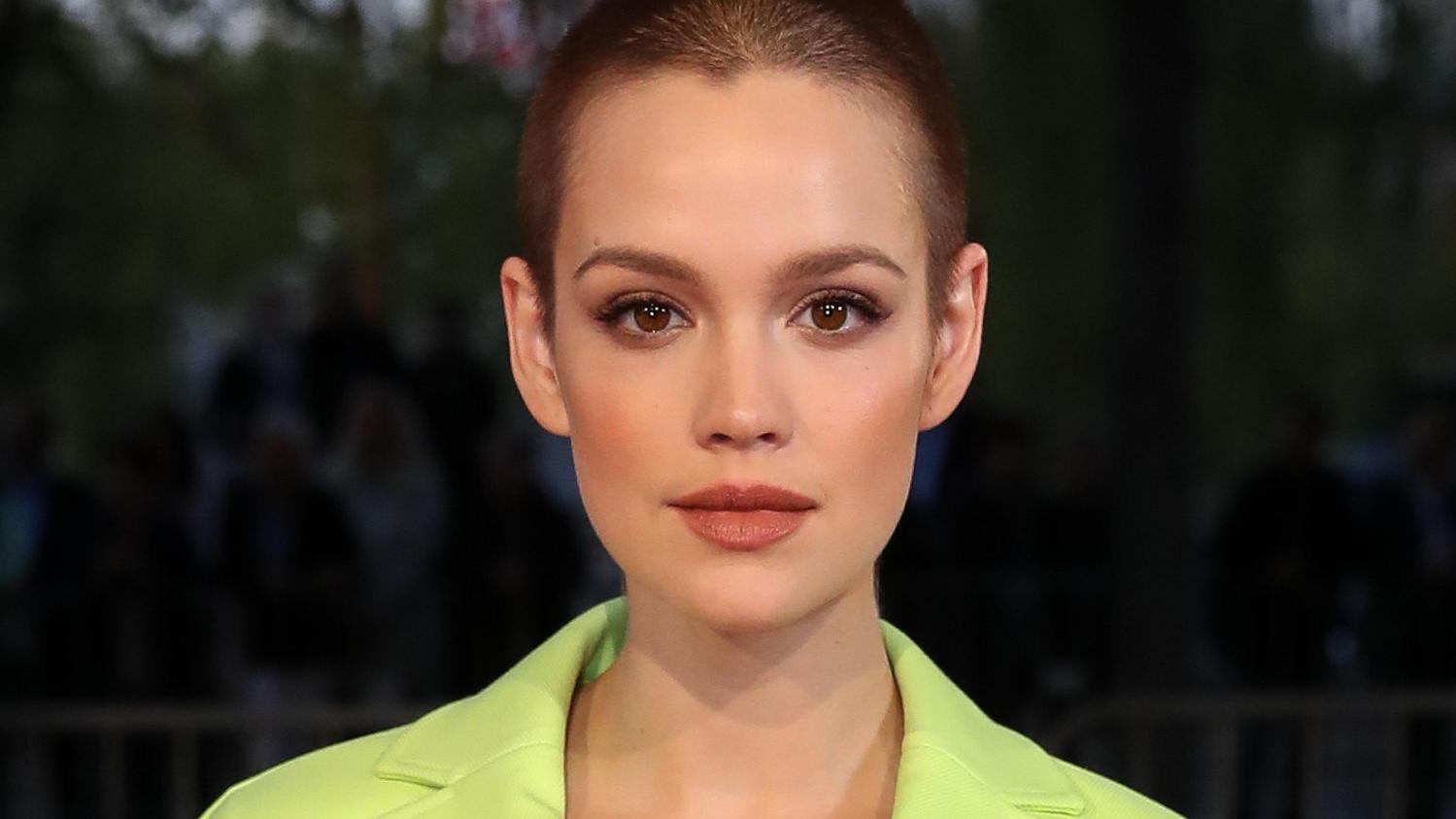 Emilia Schüle Haare