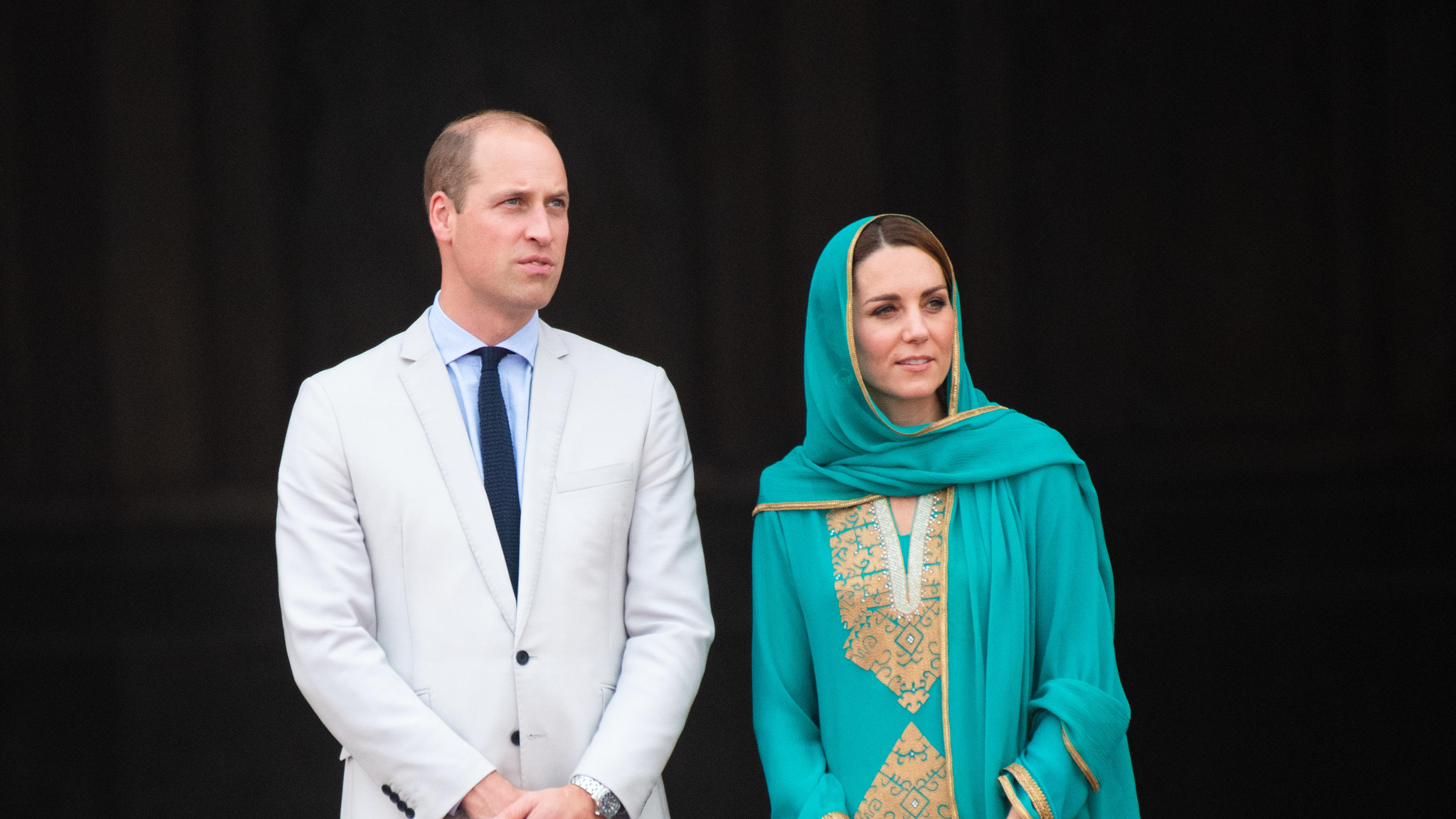 Prince William, the Duke of Cambridge and Catherine, the Duchess of Cambridge visit the Badshahi Mosque in Lahore.Pictured: Prince William,the Duke of Cambridge and Catherine,the Duchess of CambridgeRef: SPL5122837 171019 NON-EXCLUSIVEPicture by: Spl