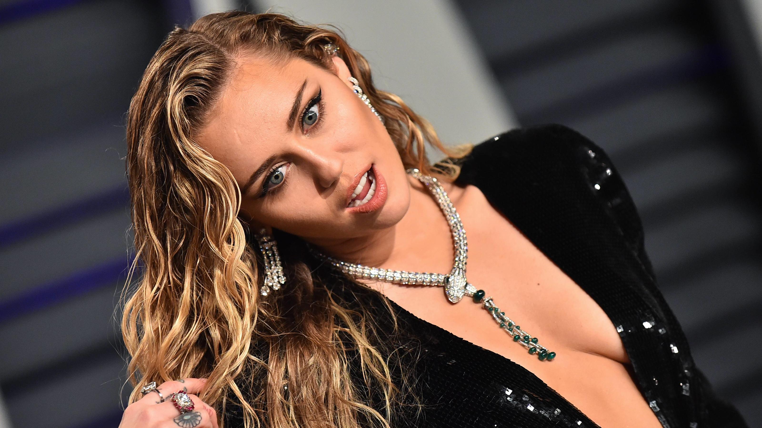Miley Cyrus In Ihrer Instagram-Story Zeigt Sie Ihr Neues -5173