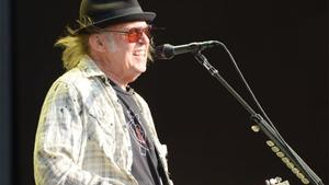 Neil Young kündigt Crazy Horse-Tournee in alten Arenen an