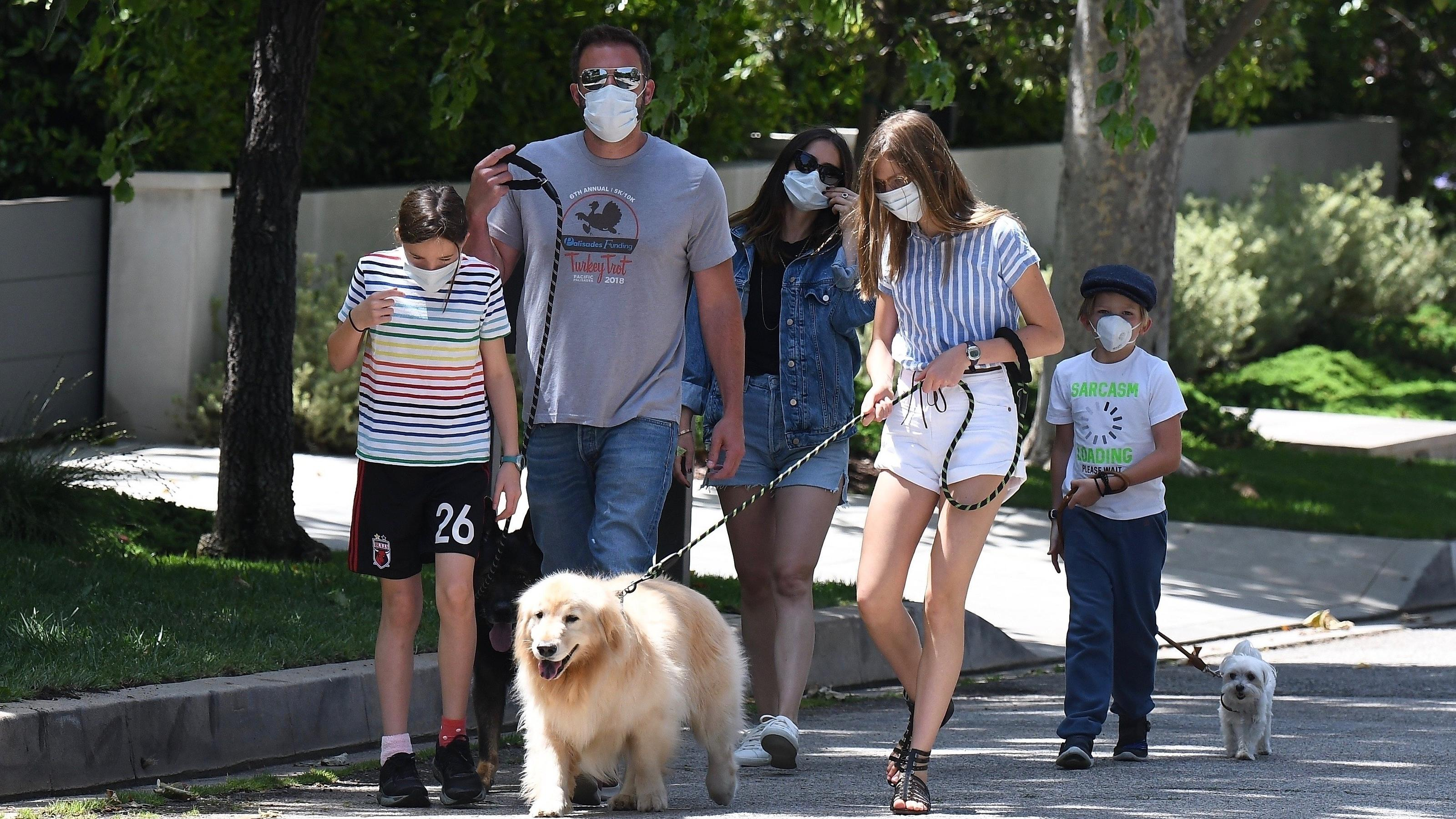 Brentwood, CA - Ben Affleck and Ana de Armas spend the morning with his kids while walking the dogs.Pictured: Ben Affleck, Ana de Armas, Violet Affleck, Seraphina Rose Elizabeth Affleck, Samuel Garner AffleckBACKGRID USA 23 MAY 2020 USA: +1 310 798 9