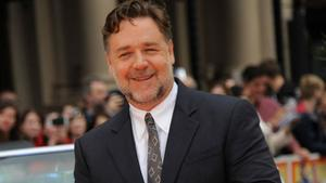 Russell Crowe zollt Sharon Stone Tribut