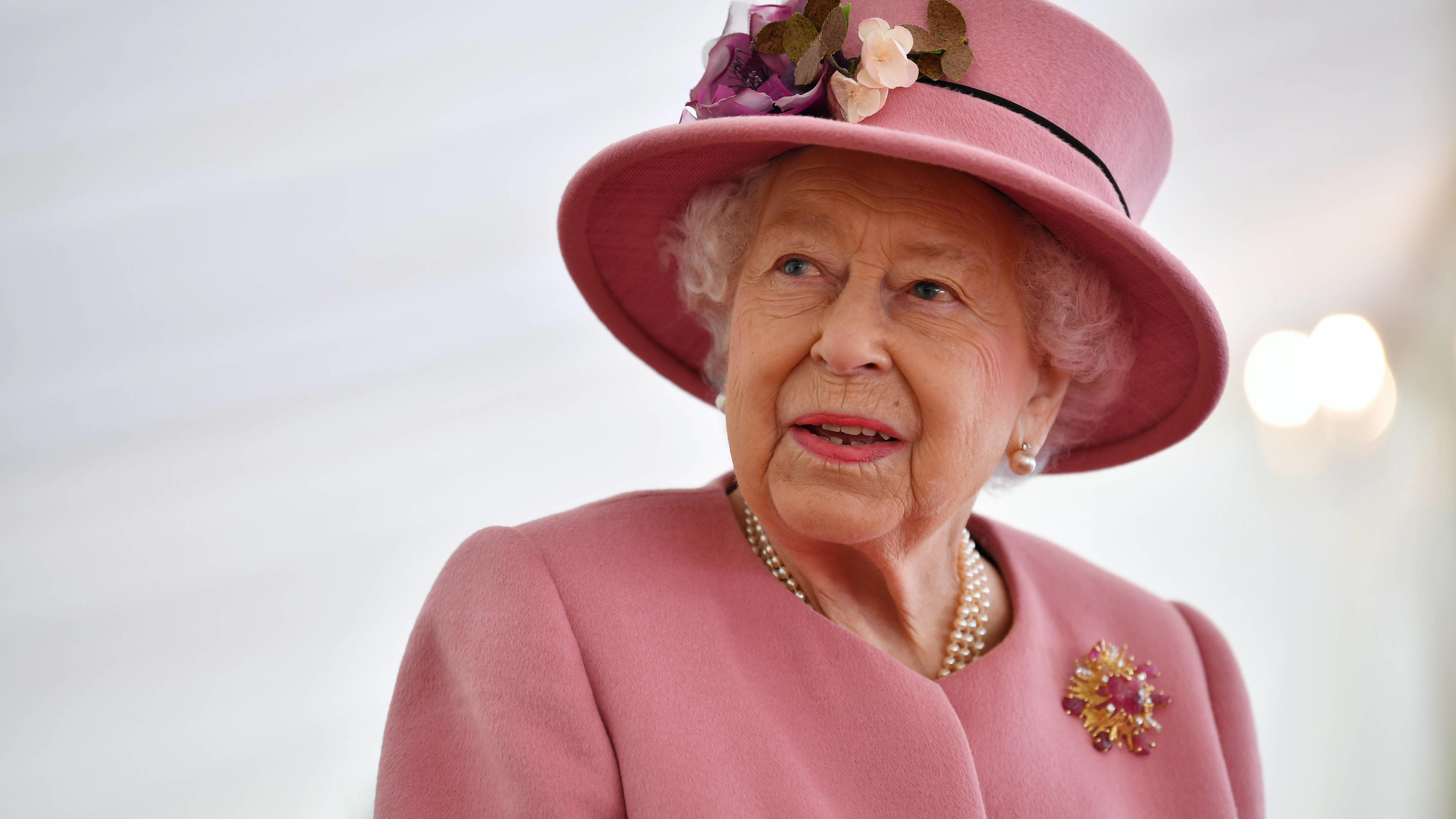 Entertainment Themen der Woche KW42 Entertainment Bilder des Tages . 15/10/2020. Salisbury, United Kingdom. Queen Elizabeth II during a visit to the Defence Science and Technology Laboratory in Porton Down, near Salisbury,United Kingdom. PUBLICATIONx