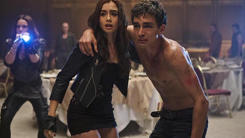 Lily Collins und Robert Sheehan