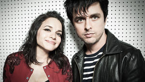 Norah Jones singt mit Billie Joe Armstrong