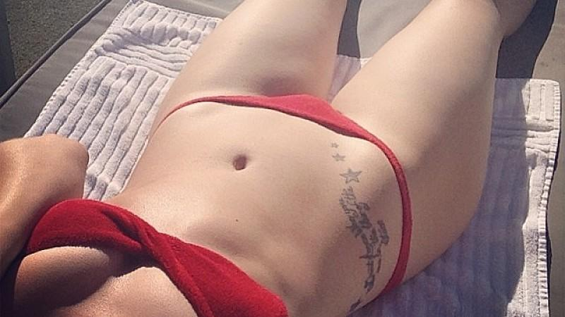 Jessie J im Bikini am Pool