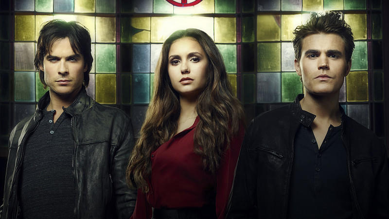Image #: 20907289    The Vampire Diaries -- Pictured (L-R): Ian Somerhalder as Damon, Nina Dobrev as Elena, and Paul Wesley as Stefan -- Image Number: VD4_StainedGlass_3327ri.jpg --   Justin Stephens/The CW /Landov Keine Weitergabe an Drittverwerter.