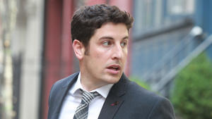 Jason Biggs zeigt Reue