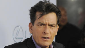 "Charlie Sheen plant ""private Enthüllung"" im TV"