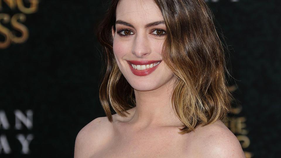 Alice Im Wunderland Star Anne Hathaway Wollte Ihre Schwangerschaft