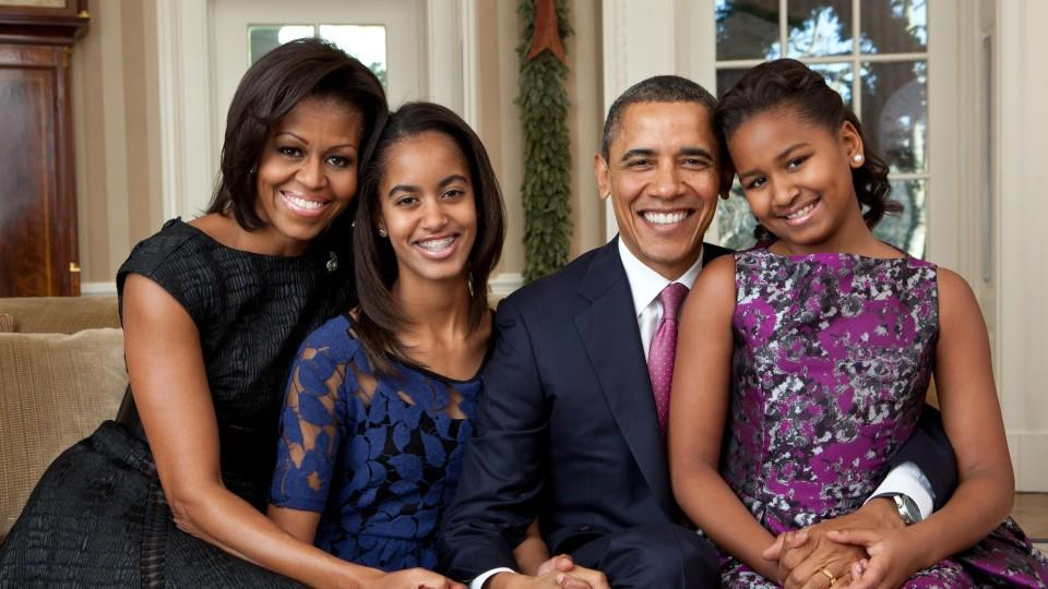 The Obama family and the Bidens pose for their official portraits in the White House in Washington, DC.<P>Pictured: President Barack Obama, First Lady Michelle Obama, Sasha Obama and Malia Obama<P><B>Ref: SPL872477  221014  </B><BR/>Picture by: Brock