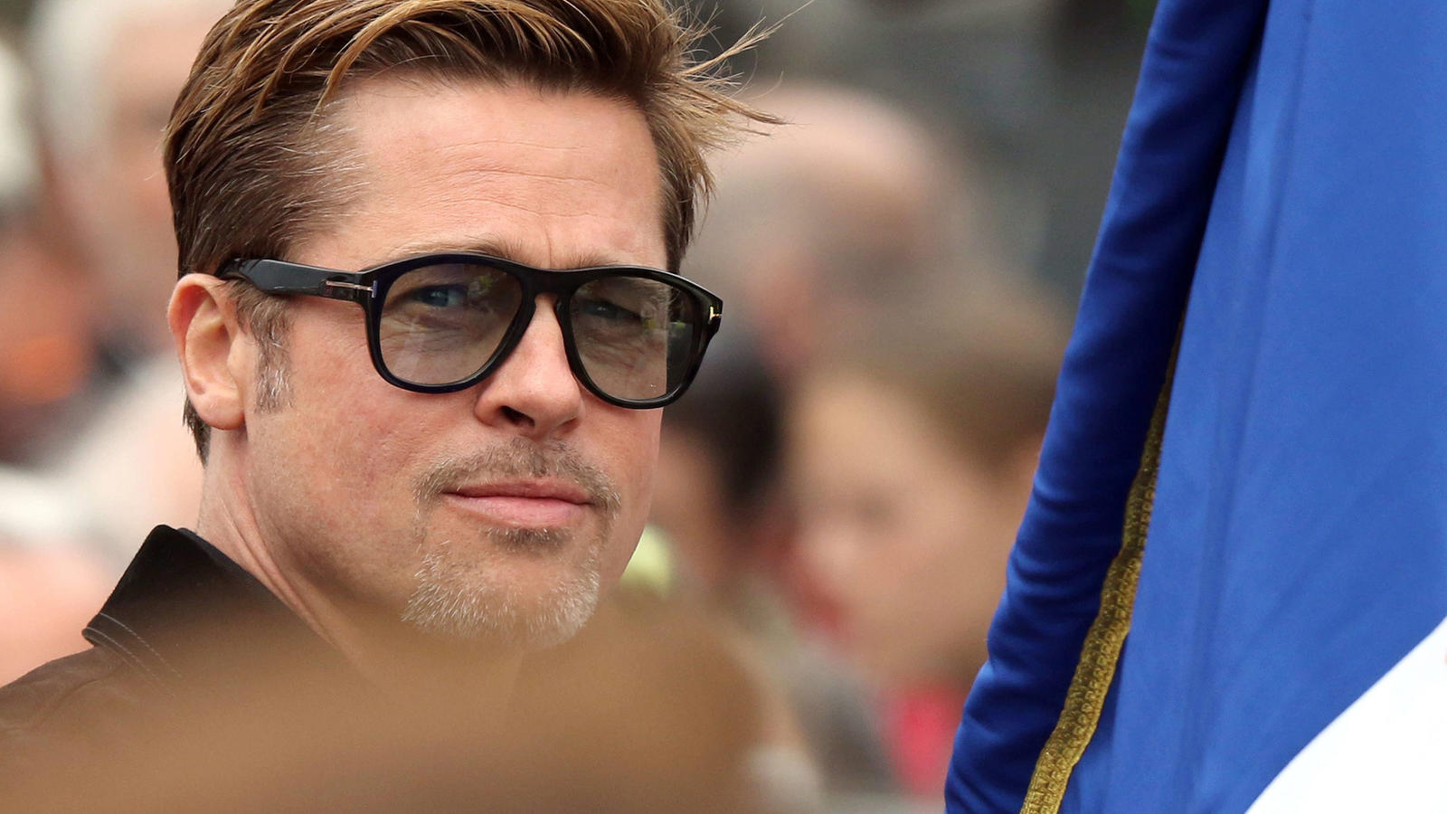 FILE - epa05375084 US actor Brad Pitt before the start of the 24 Hours of Le Mans car race in Le Mans, France, 18 June 2016. EPA/EDDY LEMAISTRE (zu dpa-Meldung: «Polizei bestätigt Ermittlungen gegen Brad Pitt» vom 22.09.2016) +++(c) dpa - Bildfunk+++