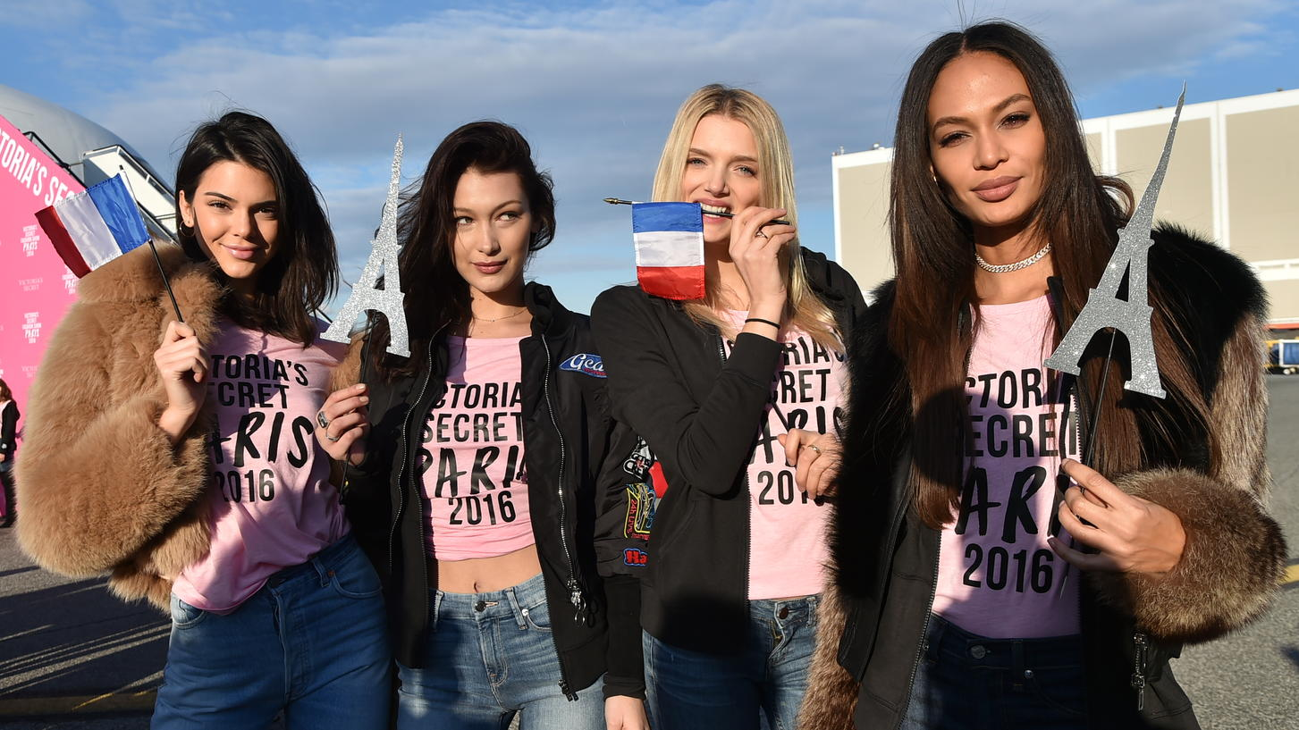 Stolz nach der Ankunft in Paris:  'Victoria's Secret'-Beautys Kendall Jenner, Bella Hadid, Lily Donaldson and Joan Smalls (v.l.)