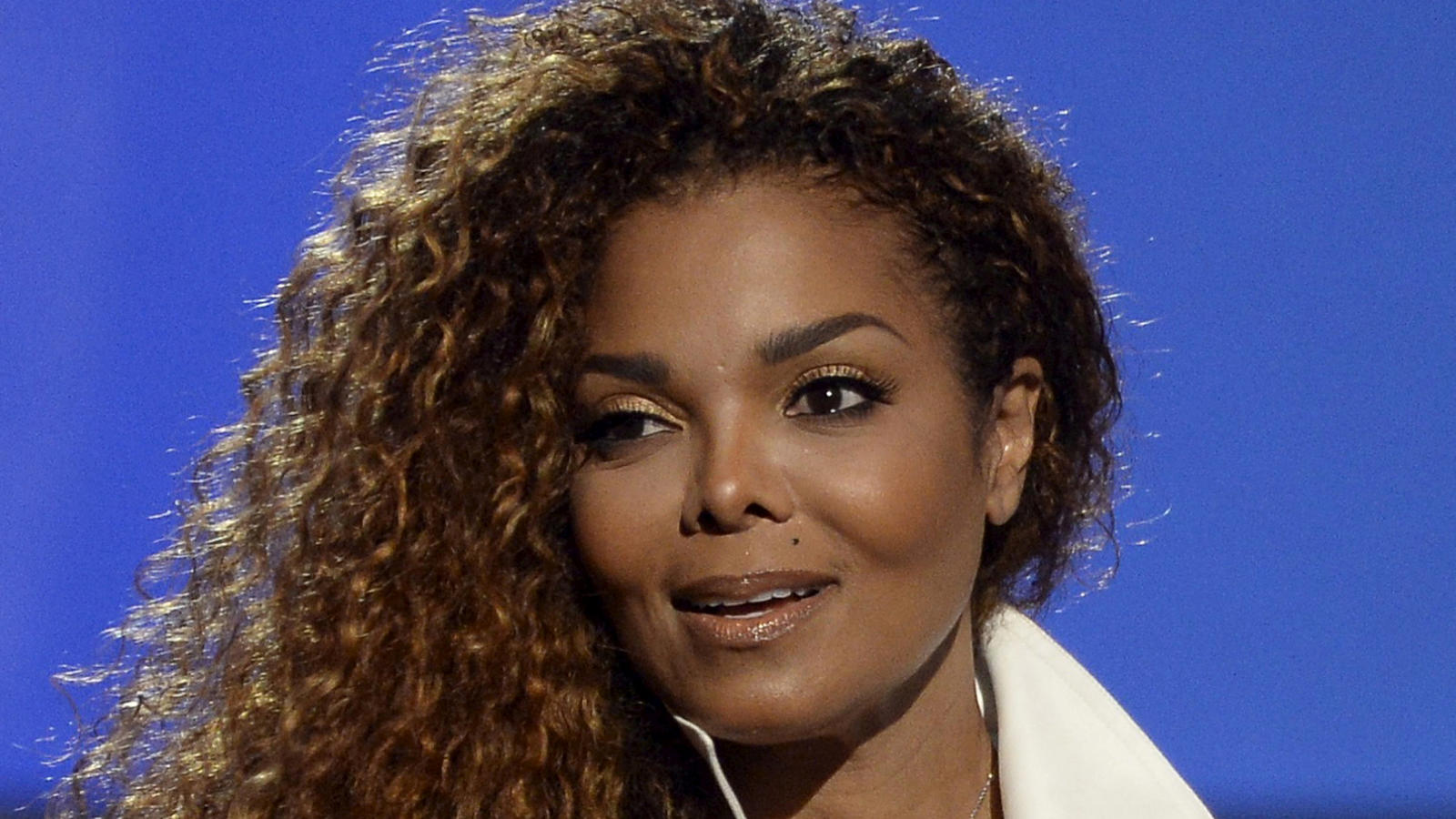 File Photo: Janet Jackson accepts the Ultimate Icon Award during the 2015 BET Awards in Los Angeles, California, June 28, 2015. REUTERS/Kevork Djansezian/File Photo
