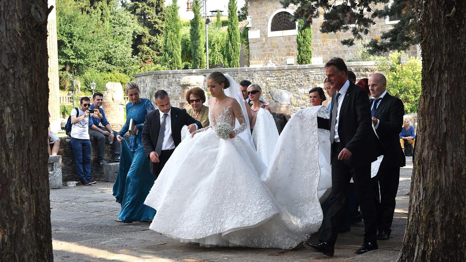 Victoria Swarovski: Shitstorm für 18.18 Euro teures Luxus-Brautkleid