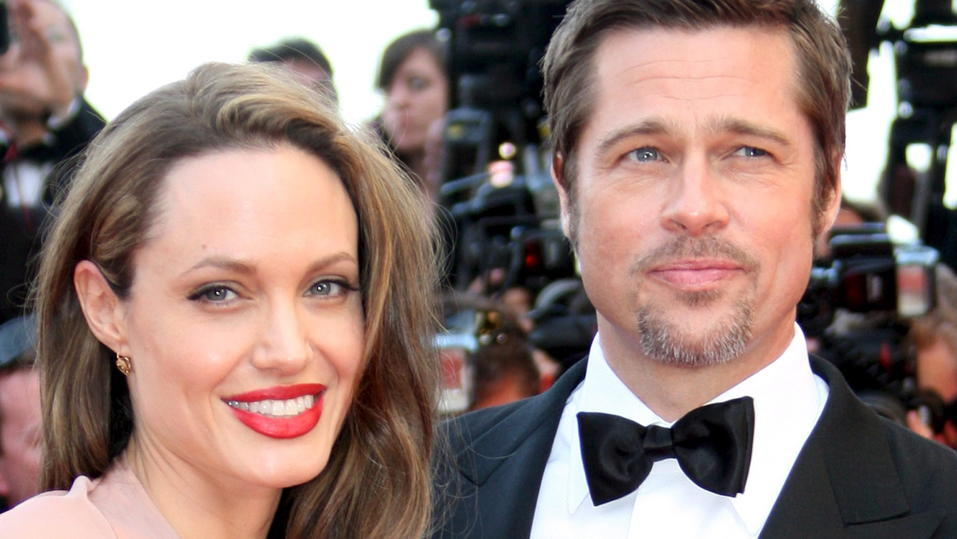 FILE - A picture dated 20 May 2009 shows US actors Brad Pitt (R) and Angelina Jolie (L) arriving for the gala screening of the film 'Inglourious Basterds' at the 62nd edition of the Cannes film festival in Cannes, France. (zu dpa ««Im Leben läuft nic